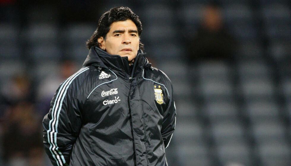 LEGENDE: Diego Maradona er en av tidenes beste fotballspillere. Han døde i dag 60 år gammel. Foto: NTB