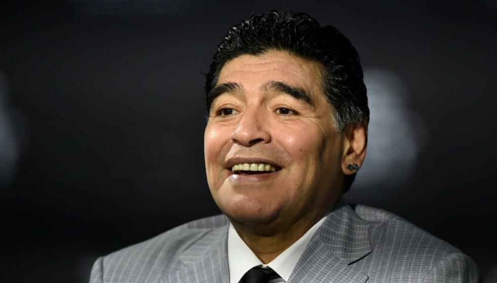 EN AV TIDENES STØRSTE: Diego Maradona. Foto: MICHAEL BUHOLZER / AFP / NTB