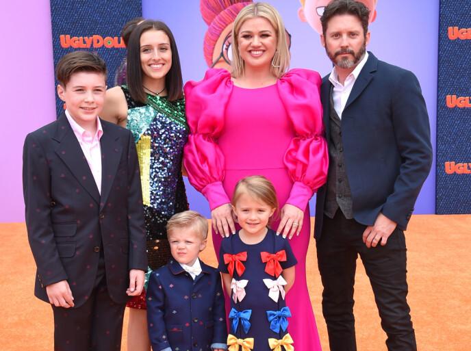 VANSKELIG BRUDD Her er Kelly Clarkson og Brandon Blackstock med barna Seth, Savannah, Remington og River på filmpremieren av «Ugly Dolls» i Los Angeles i fjor. Foto: Pa Photos/O'connor/aff-usa.com/NTB