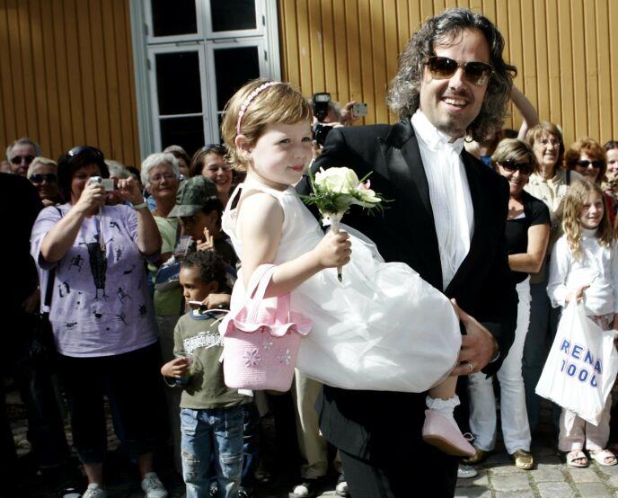 FAR OG DATTER: Maud Angelica og Ari Behn i 2007, på vei inn til vielsen av hans foreldre. Foto: Sara Johannessen / NTB