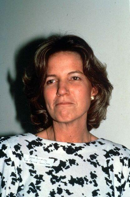 HARDT UT: Hugh Lindsays enke avbildet i 1990. Hun er ikke fornøyd med at serien tar opp dødsulykken. Foto: Rex / NTB