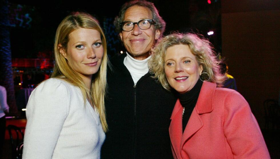 FAMILIE: Gwyneth Paltrow er datter av den avdøde regissøren Bruce Paltrow og skuespilleren Blythe Danner. Her fotografert på en filmpremiere i 2002. Foto: Berliner Studio/bei/rex/NTB