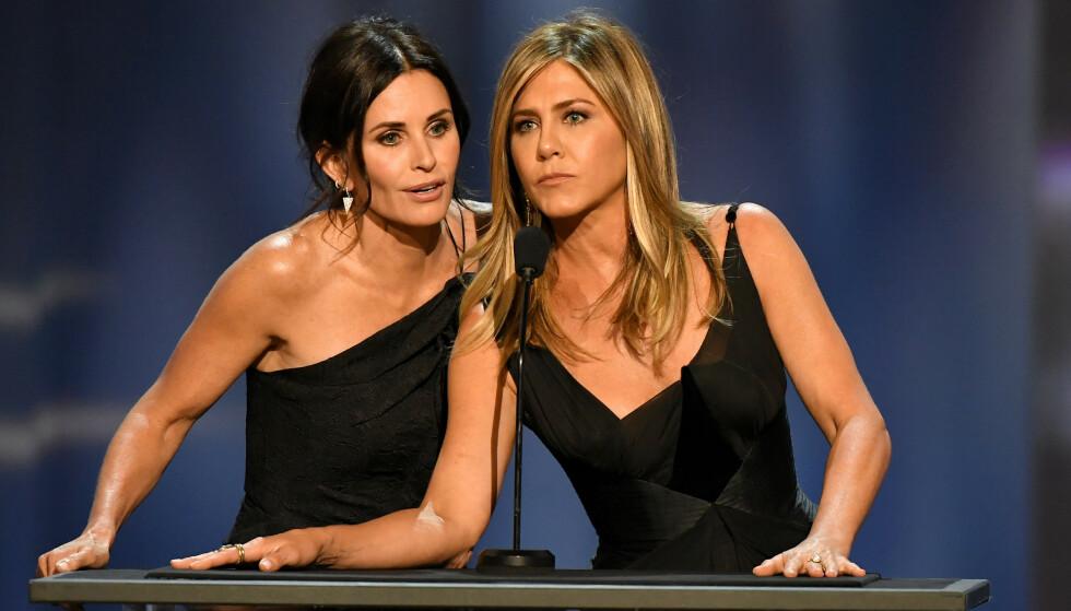GODE VENNER: Courteney Cox og Jennifer Aniston spilte sammen i klassikeren «Friends». Foto: Rob Latour/REX/NTB