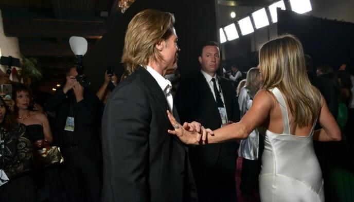 FEIRET SAMMEN: Både Brad Pitt og Jennifer Aniston vant Sag Award tidligere i år. Her blir de gjenforent etter å ha mottatt hver sin pris. Foto: Emma McIntyre / Getty / NTB