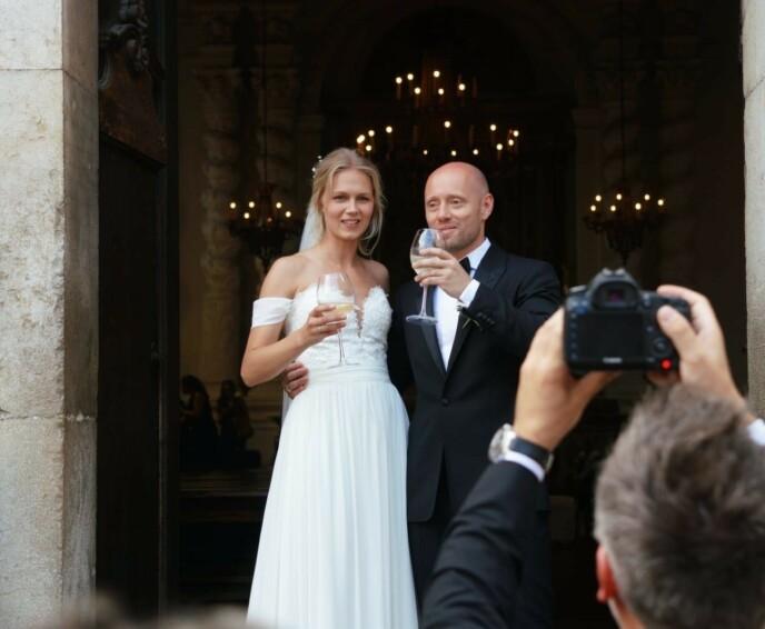 STORSLÅTT BRYLLUP: Aksel giftet seg med sin Karoline i fjor etter at de hadde holdt forlovelsen hemmelig. Foto: Se og Hør