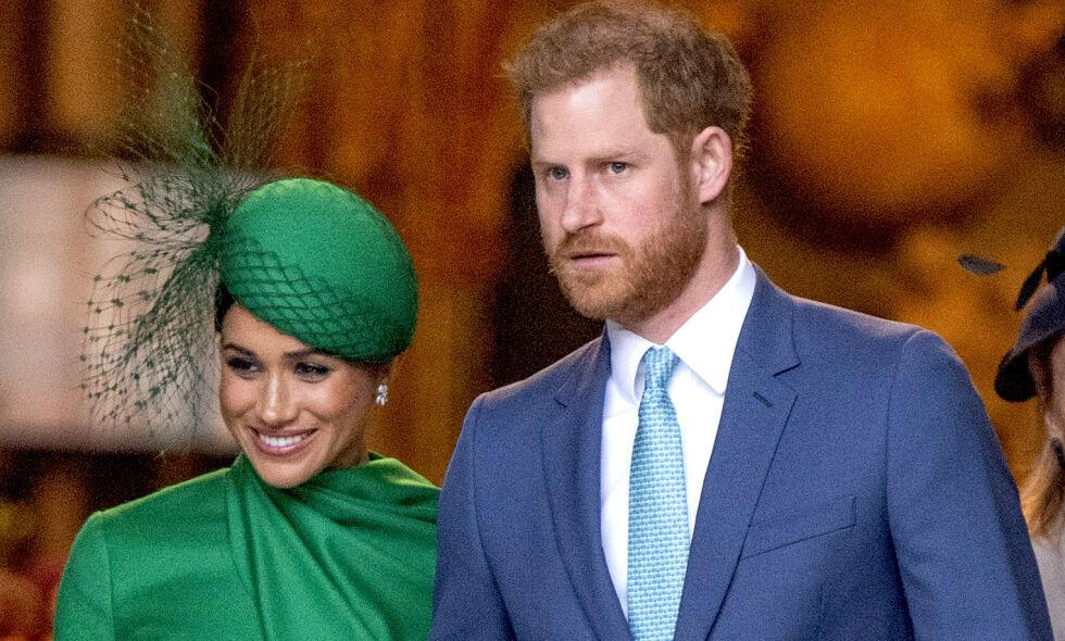 TRIST NYHET: Prins Harry har mistet gudmoren Lady Celia Vestey. Her avbildet med kona hertuginne Meghan tidligere i år. Foto: Anwar Hussein/ Pa Photos/ NTB