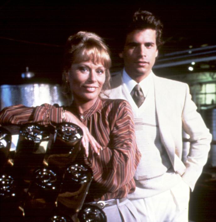 LANG KARRIERE: Abby Dalton legger bak seg en lang karriere. Her sammen med medskuespiller Lorenzo Lamas i «Falcon Crest». Foto: Moviestore/REX/NTB