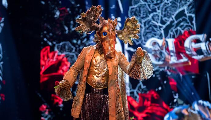 SKOGENS KONGE «Elgen» var første deltaker ut i premieren av «Maskorama». Foto: Julia Maria Naglestad / FREMANTLE/NRK