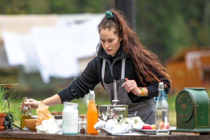 REAGERER: Karianne Kopperstad mener kokken burde vært til stede under hele matkonkurransen. Det er ikke TV 2 helt enige i. Foto: Alex Iversen / TV 2
