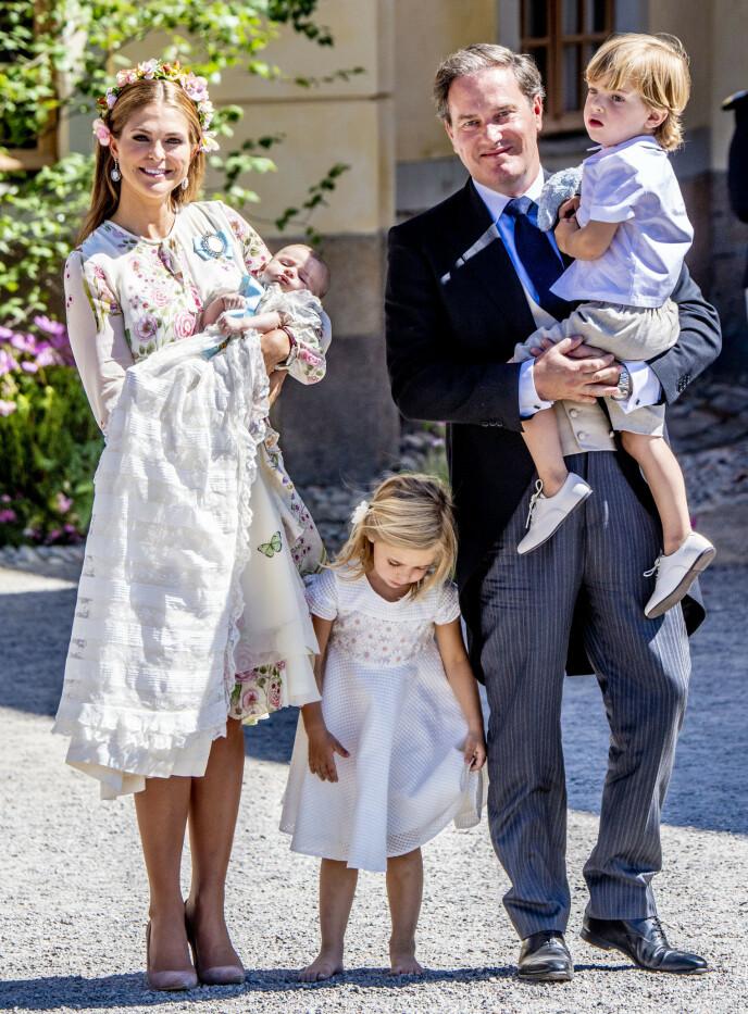 DELER BILDER AV BARNA: Prinsesse Madeleine og ektemannen Chris O'Neill har tatt et aktivt valg om å vise frem barna. Her i 2018. Foto: Utrecht Robin/Action Press/NTB