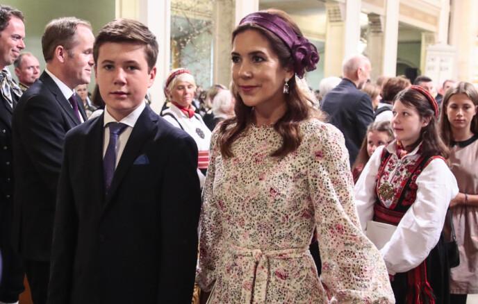 SMITTET: Som følge av smitten er kronprinsfamilien satt i isolasjon. Her er prins Christian med mamma kronprinsesse Mary i prinsesse Ingrid Alexandras konfirmasjon i 2019. Foto: Lise Åserud / NTB