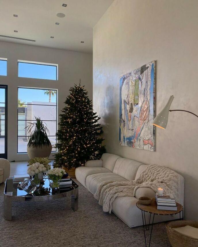 KRISTMAS: Slik ser det ut i huset til Kris. Foto: Skjermdump/Instagram Kendall Jenner