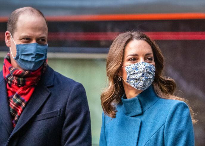MUNNBIND: Hertugparet brukte munnbind store deler av turen, og skal ha tatt smittevern på alvor. Foto: Andy Barr / The Sun / POOL / NTB