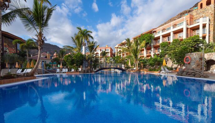 HOPP I DET: Hotel Cordial Mogán Playa er et av de særlige velværehotellene du kan besøke. Sannsynligvis blir det ikke siste gang du stikker tærne i det lune vannet!