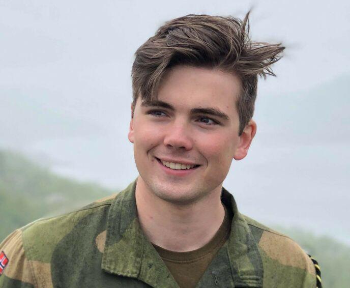 I DAG: Oscar Reistad Fosse arbeider i dag på aktivitetsskole og på ferge. Til høsten planlegger han å studere. Foto: Privat