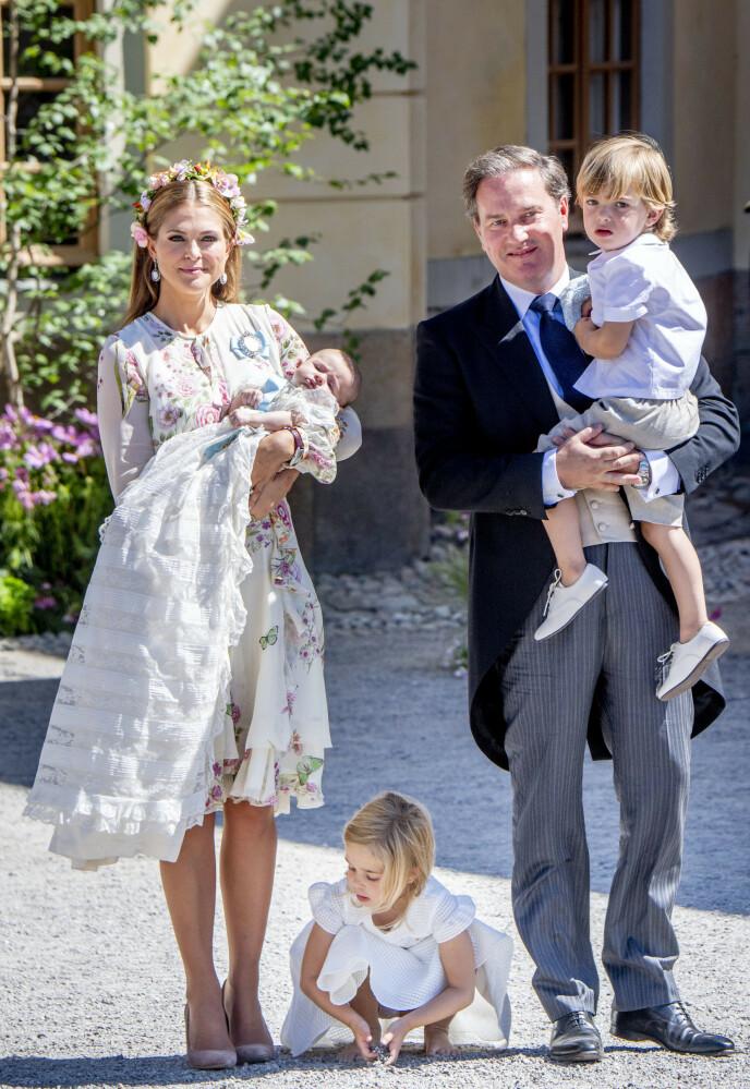 HELE HURVEN: Her er familien samlet i 2018, i anledning prinsesse Adriennes dåp. Foto: Utrecht Robin / Action Press / Rex / NTB