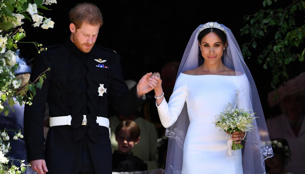 JOBBET FOR HERTUGINNENE: Syersken Chloe Savage var blant dem som hjalp til å brodere de kongelige brudekjolene til hertuginnene Kate og Meghan da de giftet seg i henholdsvis 2011 og 2018. Nå befinner hun seg i en økonomisk krise. Foto: Reuters / Pool / NTB