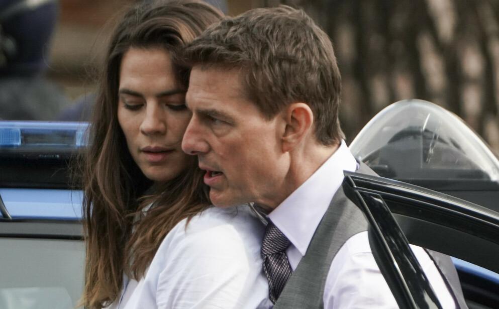 DELTE MENINGER: Romanseryktene florerer rundt Tom Cruise og skuespillerkollega Hayley Atwell. Her avbildet under innspillingen av «Mission: Impossible 7». Foto: Andrew Medichini / AP / NTB