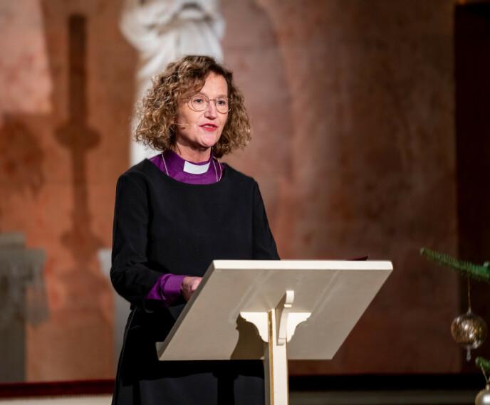 KLOKE ORD: Oslos biskop Kari Veiteberg var også til stede under søndagens adventsstund. Foto: Det kongelige hoff