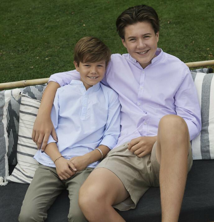 SMITTET: Prins Christian ble i desember bekreftet coronasmittet. Her avbildet med lillebror prins Vincent i sommer. Foto: Franne Voigt/ Det danske kongehuset