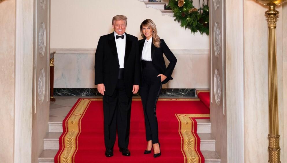 ÅRETS JULEKORT: President Donald Trump og kona Melania Trump anklages for å ha redigert gamle bilder av seg selv inn i årets julekort. Foto: Andrea Hanks / Skjermdump fra Twitter