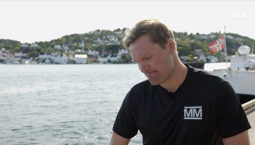 TÅREVÅTT: Øystein Pettersen lot tårene trille, både av smerte og sorg, da han innså at tv-oppholdet var over. Foto: Skjermdump fra NRK
