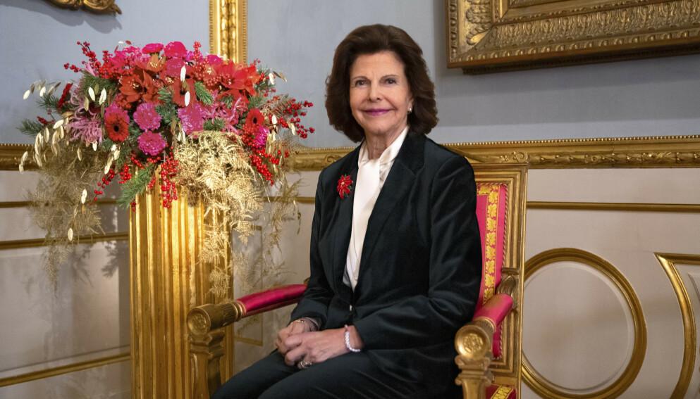 LEKKERT: Det svenske kongehuset har publisert dette bildet i anledning dronning Silvias 77-årsdag. Det skiller seg fra andre offisielle kongebilder av én grunn. Foto: Victor Ericsson, Kungl. Hovstaterna