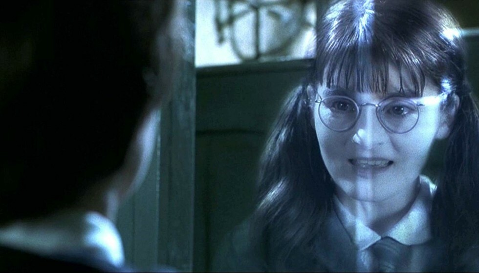 37 ÅR GAMMEL: Shirley Henderson er her 37 år gammel - i rollen som det 14 år gamle gjenferdet Moaning Myrtle. Foto: Warner Bros/SF Studios/NTB