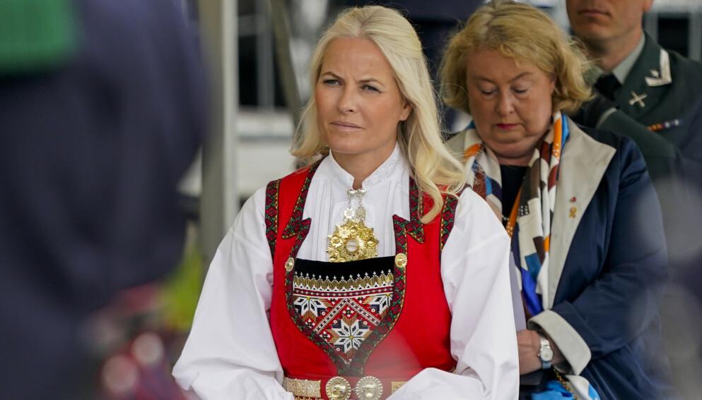 MINNES ARI: I NRK-programmet «Året med kongefamilien» sier kronprinsesse Mette-Marit at det er vanskelig å snakke om at Ari Behn er borte. Foto: Lise Åserud / NTB