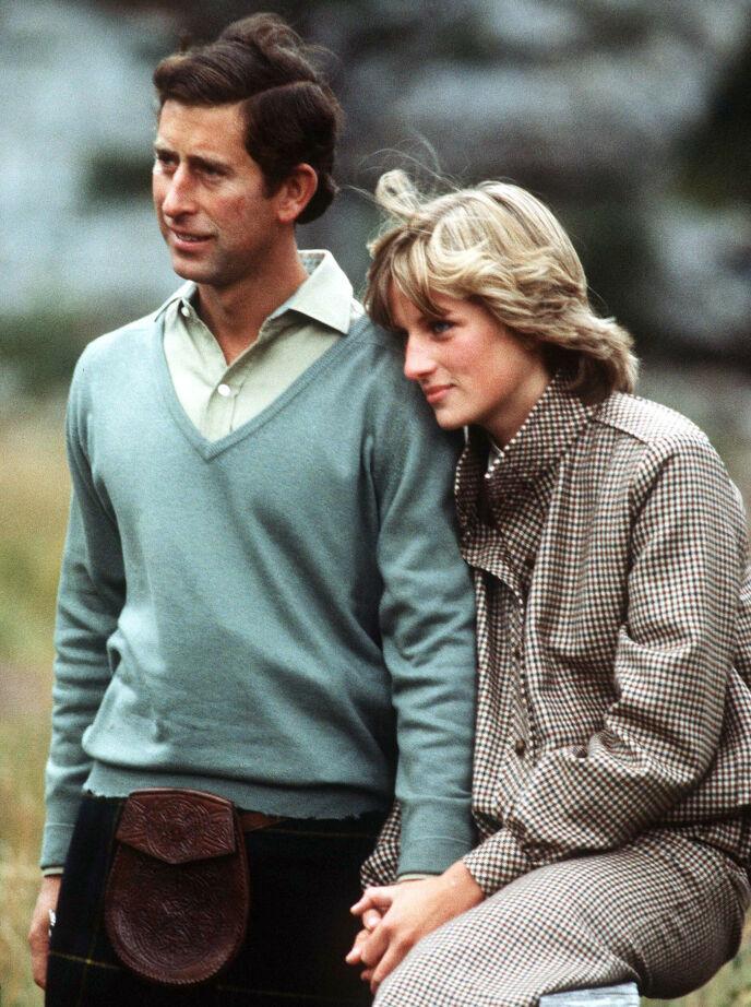 VURDERT: Prinsesse Diana var en av de som ble dømt og vurdert av den britiske kongefamilien før hun ble godkjent. Her er Diana og prins Charles avbildet ved Balmoral Castle i 1981. Foto: Pa Photos / NTB