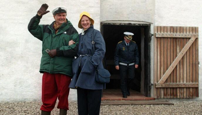 EGNE ORD: Nærmere tre år etter at prins Henrik avgikk ved døden, kommer en ny dokumentar om hans liv. Her fotografert i 1998 med dronning Margrethe. Foto: Henning Bagger/NORDFOTO, NTB