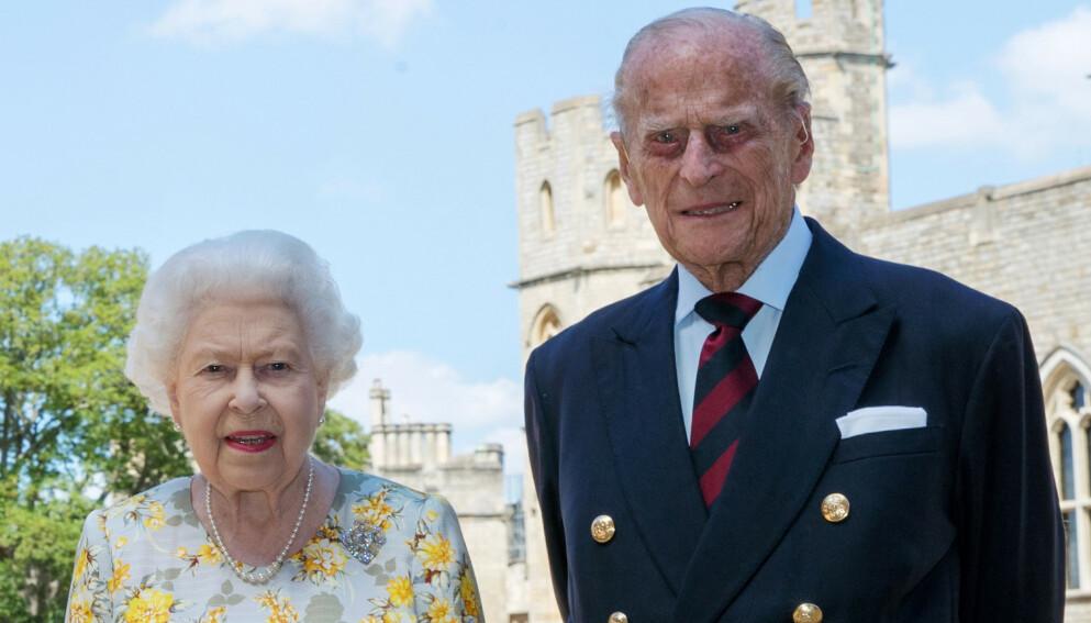 JUBILANT: Prins Philip fyller hele 100 år til sommeren. Her er han avbildet med dronning Elizabeth i sommer. Foto: NTB