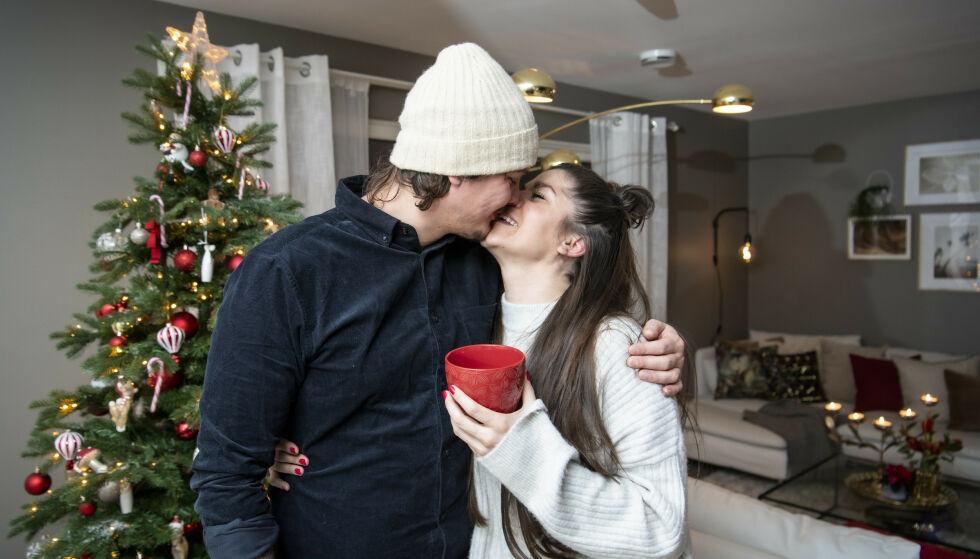 KJÆRLIGHET: Kristin Gjelsvik og Dennis Poppe Thorsen var ikke fremmed for å gi hverandre et kjærlig kyss foran kamera. Foto: Lars Eivind Bones / Dagbladet