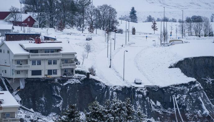 TRAGISK: Flere boliger ble tatt av et skred i Ask i Gjerdrum natt til onsdag. Fortsatt er flere mennesker savnet etter ulykken.. Foto: Håkon Mosvold Larsen / NTB