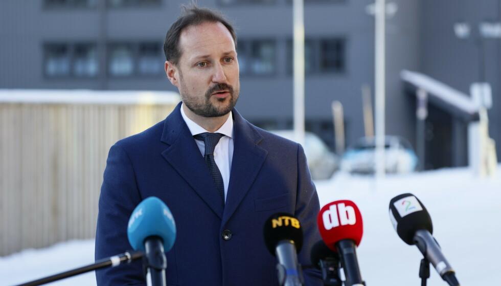 - INNTRYKK: Kronprins Haakon fortalte til pressen at skredulykken hadde gjort sterkt inntrykk på ham. Her er han avbildet på Clarion Gardermoen søndag. Foto: Tor Erik Schrder / NTB