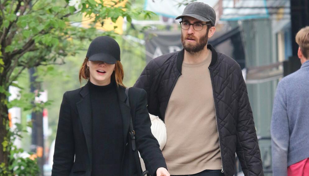 GRAVID?: Emma Stone og ektemannen verner som regel godt om privatlivet sitt. Nå skal imidlertid kilder ha avslørt at paret venter sitt første barn sammen. Foto: Splash News / NTB