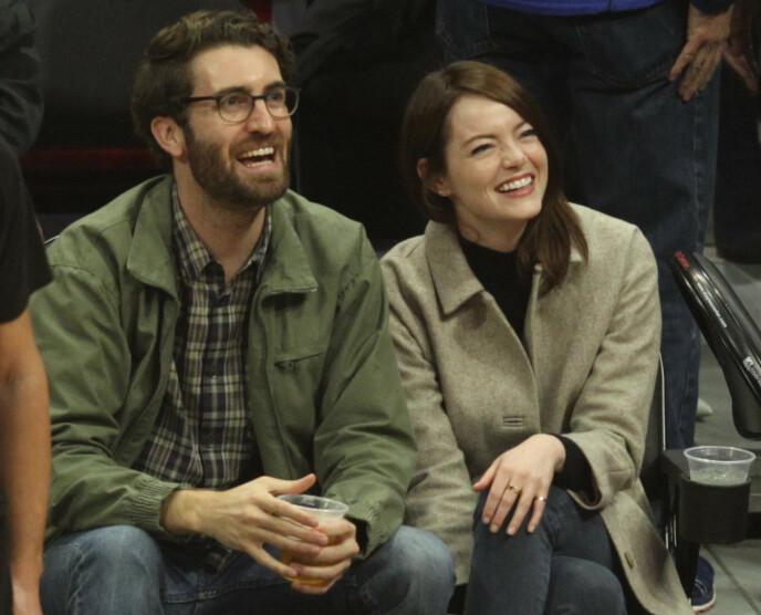 FORELDRE: Emma Stone og kjæresten har blitt foreldre. Foto: Splash News / NTB