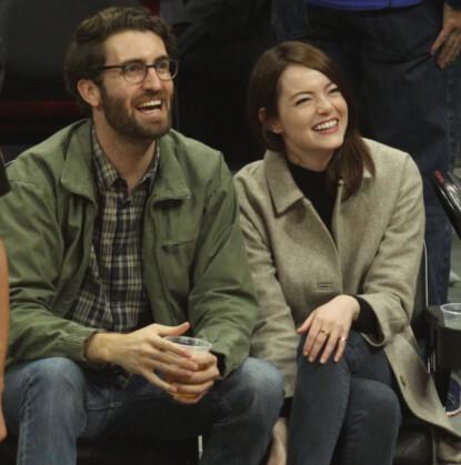 BLIR FORELDRE?: Flere utenlandske medier skal ha det til at Dave McCary og Emma Stone venter sitt første barn sammen. Her i januar i fjor. Foto: London Entertainment / Splash News / NTB