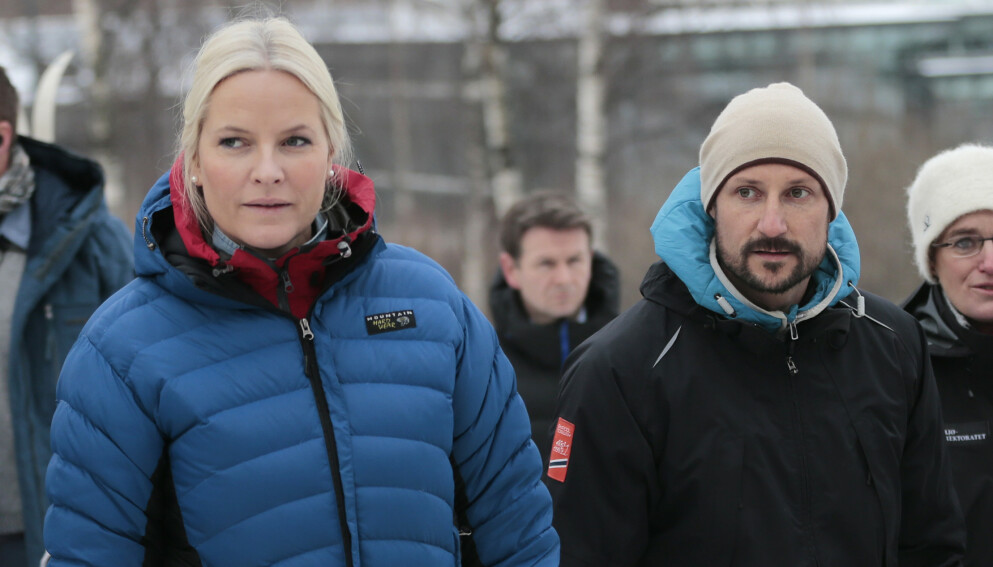 ULYKKESFUGL: Kronprinsesse Mette-Marit fikk en lei oppladning til julefeiringen. Her er hun og kronprins Haakon avbildet sammen i 2015. Foto: Lise Åserud / NTB