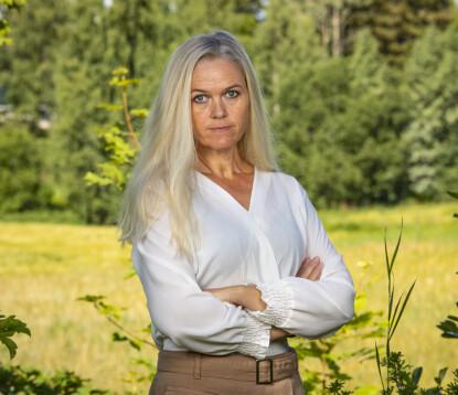 - STORT TOMROM: Inger Cecilie Grønnerød har mistet hunden som hun tok imot hjemme i 2012. Nå forteller hun om tapet. Foto: Tor Lindseth / Se og Hør