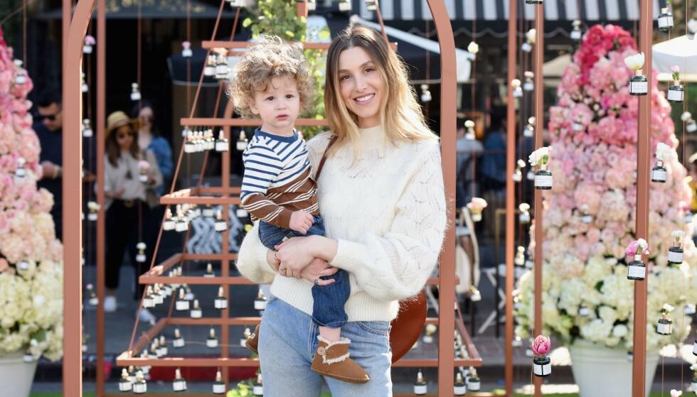 MOR OG SØNN: Her er Whitney Port avbildet med sønnen Sonny i 2018. Foto: Vivien Killilea / AFP / NTB