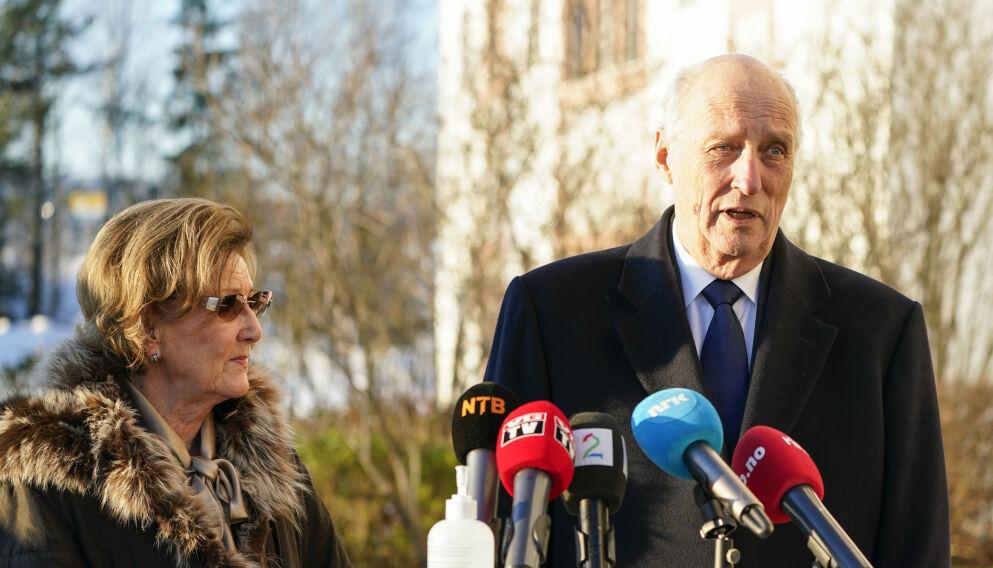 CORONASMITTE: Dronning Sonja og kong Harald besøkte Olavsgaard hotell søndag. Tirsdag ble det påvist smitte der. Foto: Lise Åserud / NTB