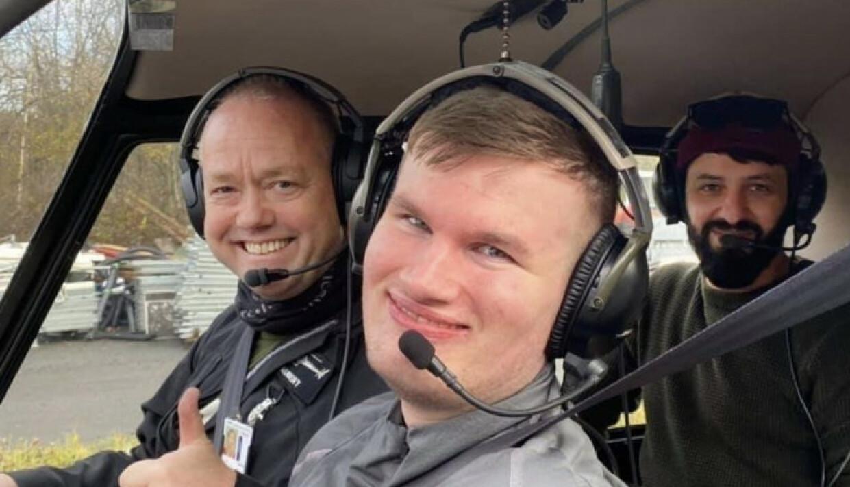 LUFTIG TUR: Tidligere i høst inviterte pilot Arild Aubert Remi og hans venn og assistent Saeed Joma med på en helikoptertur over Oslo og Bærum. Foto: privat