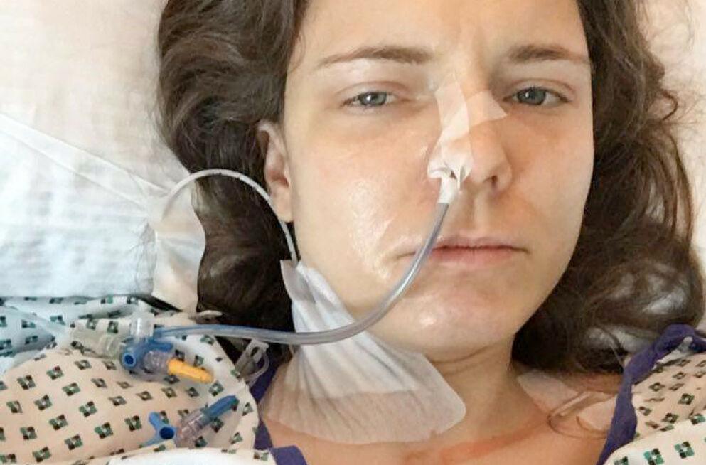 ENDELIG OPERERT: Før jul gjennomgikk Elisabeth Gleine flere operasjoner i Tyskland - betalt med penger innsamlet gjennom Spleis. Nå har hun det bedre enn på lenge. Foto: privat