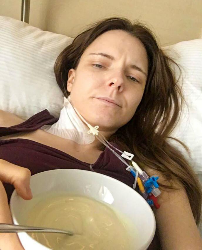 VED GODT MOT: 32-åringen fra Alta forteller at hun føler seg stadig sterkere etter operasjonene i Tyskland. Foto: Privat