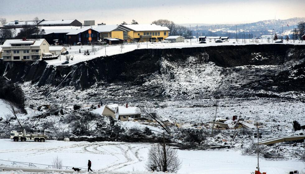 STORE SKADER: Tirsdag ble det kjent at redningsmannskapene ikke lenger har håp om å finne de tre resterende savnede etter Gjerdrum-skredet i live. Foto: Berit Roald / NTB