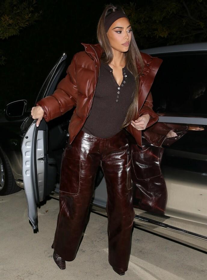 BESØK: Kim Kardashian var på vei til bestemoren, MJ, da bildene ble tatt. Foto; Sham Jasa / Backgrid USA / NTB