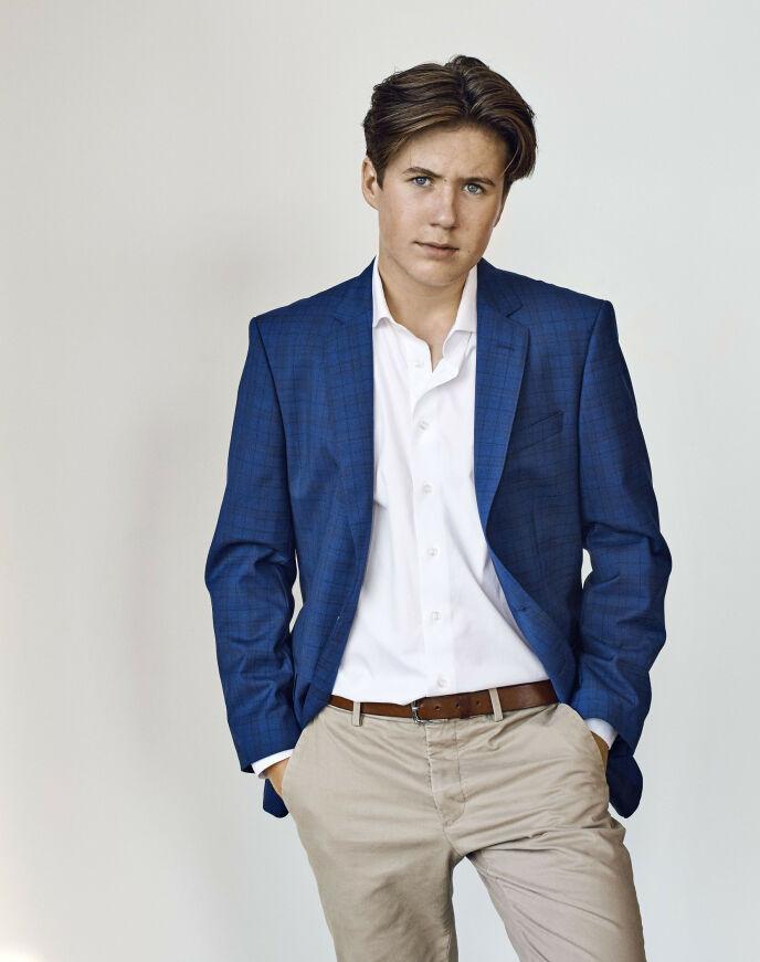NYE BILDER: Prins Christian fylte 15 år i midten av oktober. I den anledning ble det offentliggjort nye bilder av prinsen. Foto: Franne Voigt / Det danske kongehuset