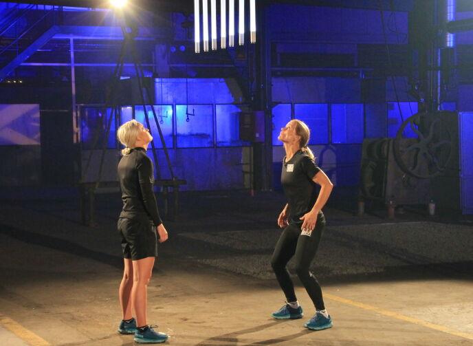 INTENST: Slik så det ut da de to idrettsprofilene møttes til konkurranse fredag kveld. Foto: Sunniva Luca Veliz Pedersen, Rubicon TV/NRK