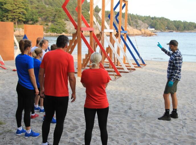 KLARE TIL DYST: Konkurranseansvarlig Magnus Midttun forklare hvordan konkurransen skal gå for seg. Foto: Sunniva Luca Veliz Pedersen, Rubicon TV/NRK